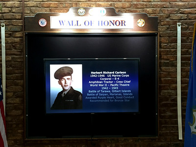 digital-wall-at-town-hall-honors-berlin-veterans