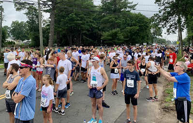 petit-delivers-message-of-kindness-and-hope-at-annual-5k-run