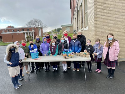 new-britain-funeral-home-helps-sacred-heart-school-students-enjoy-earth-day-by-planting-flowers