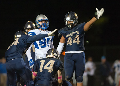 football-roundup-newington-football-stuns-traditional-power-windsor-in-season-opener