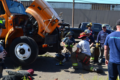 newington-volunteer-firefighters-sharpen-extrication-skills