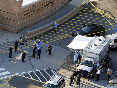 police-dignitaries-disrupted-sandy-hook-massacre-scene