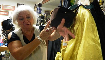 vintage-fashion-show-in-newington-to-feature-over-200-years-of-clothing-accessories