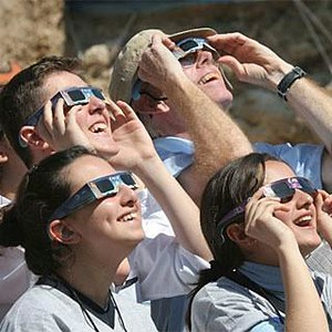 eclipse-viewing-advice-safety-first