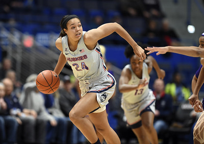 collier-leads-uconn-womens-basketball-to-rout-of-temple