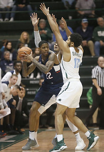 adams-scores-25-points-leads-uconn-mens-basketball-over-tulane