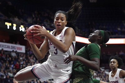 junior-walker-is-leaving-uconn-womens-basketball-for-draft-first-to-do-so-before-earning-degree