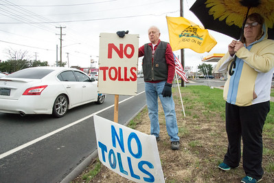 tea-party-activists-protest-tolls-taxes-in-southington