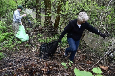 volunteers-wanted-for-pequabuck-river-cleanup-saturday