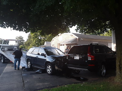 2-drivers-injured-in-3car-crash-in-plainville-monday-evening