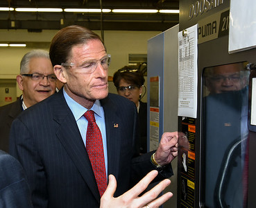 blumenthal-addresses-small-business-concerns-at-small-new-britain-manufacturer