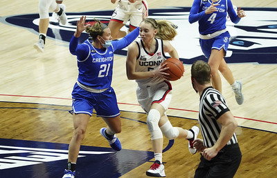 uconn-womens-basketball-beats-creighton-in-big-east-home-opener