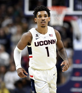 hotshooting-uconn-mens-basketball-defeats-south-florida-in-aac-tournament