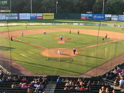 new-britain-bees-get-walkoff-victory-over-stratford-brakettes-in-battle-of-the-sexes-softball-game