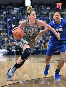 uconn-womens-basketball-cruises-to-easy-win-over-memphis