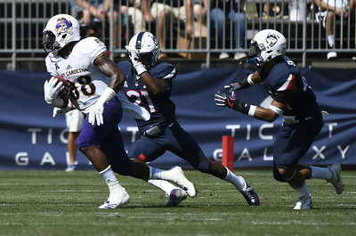 uconn-misses-potential-gametying-field-goal-as-time-expires-loses-to-ecu