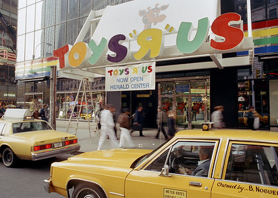 from-geoffrey-to-kids-r-us-toys-r-us-through-the-years
