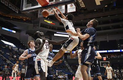 uconn-mens-basketball-forces-28-turnovers-in-6440-win-over-maine