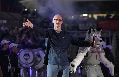 season-preview-plenty-of-optimism-surrounding-uconn-mens-basketball-with-hurley-in-charge
