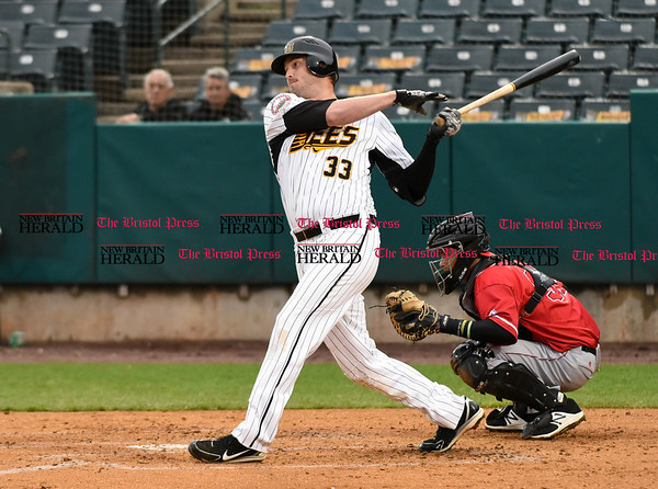 042617 Wesley Bunnell | Staff New Britain Bees vs Lancaster Barnstormers on Wednesday evening. Jon Griffin (33)