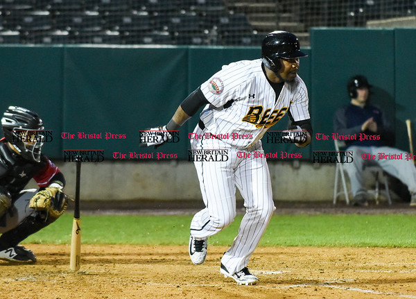 042617 Wesley Bunnell | Staff New Britain Bees vs Lancaster Barnstormers on Wednesday evening. Jamar Walton (6) with a base hit.