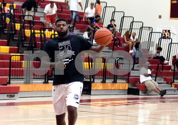 8/19/2017 Mike Orazzi | Staff Darius Watson at the Osgood Shootout at New Britain High School Saturday.
