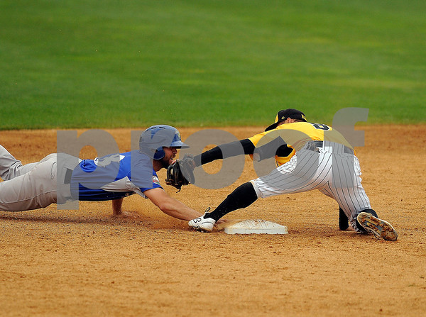 8/29/2017 Mike Orazzi | Staff New Britain Bees' Yusuke Kajimoto (8) as the Sugar Land Skeeters' Dickie Thon (18) steals second.