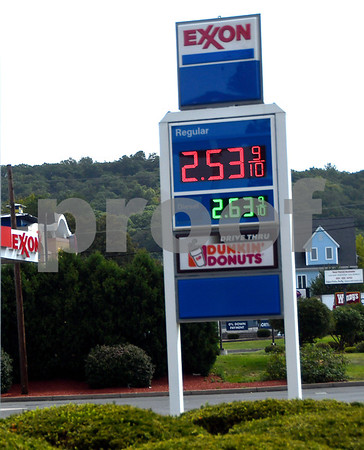8/31/2017 Mike Orazzi   Staff Gas prices at the Exxon station at Cooke Street and Route 372 Thursday.