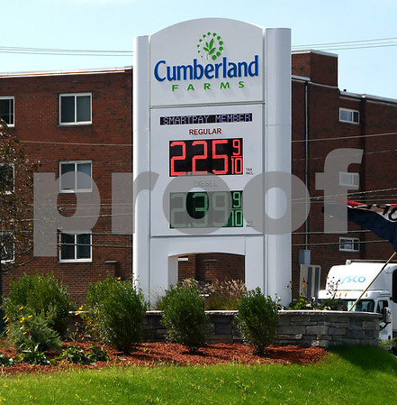 8/31/2017 Mike Orazzi   Staff Gas prices at the Cumberland Farms on Pine Street in Bristol Thursday.