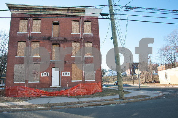 01/25/18 Wesley Bunnell   Staff The Arch St. Area NRZ and Alderwoman Eva Magnuszewski are holding a walk through the Arch and Glen St neighborhoods to discuss issues and potential solutions. A vacant and boarded up building on Glen St.
