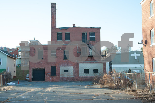 01/25/18 Wesley Bunnell   Staff The Arch St. Area NRZ and Alderwoman Eva Magnuszewski are holding a walk through the Arch and Glen St neighborhoods to discuss issues and potential solutions. The rear of an empty building on Arch St. as seen from Glen St.