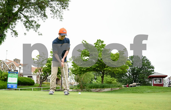 060517 Wesley Bunnell   Staff Joe Walczyk practices on the putting green on Monday evening at Stanley Golf Course.