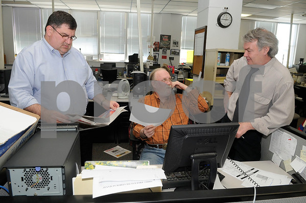 Publisher Michael E. Schroeder (left) talks with Managing Editor Mark Batterson and Executive Editor James H. Smith in the newsroom at The New Britain Herald on Friday, April, 24, 2009. Photo by Mike Orazzi-Staff