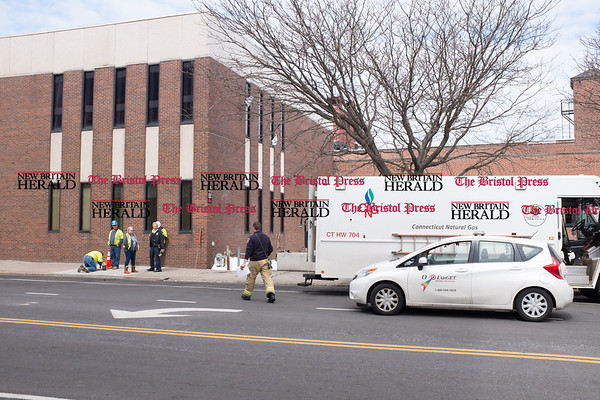 032117 Wesley Bunnell | Staff The New Britain Fire Department investigated a possible gas leak at 267 Main St on March 21, 2017. Firefighters with CNG employees on the Bank St side of the building.