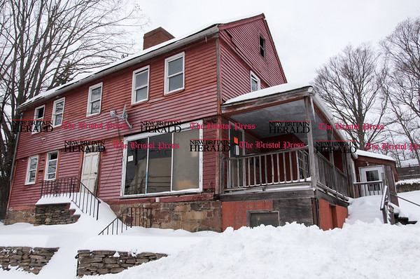 031517 Wesley Bunnell   Staff A pre-revolutionary war home located at 889 West Main St which is under foreclosure.