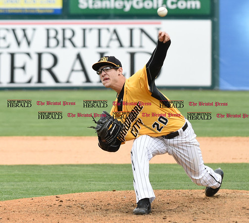 050317 Wesley Bunnell | Staff New Britain Bees vs Somerset Patriots in a Wednesday morning game attended by areas school children. Brandon Fry (20)