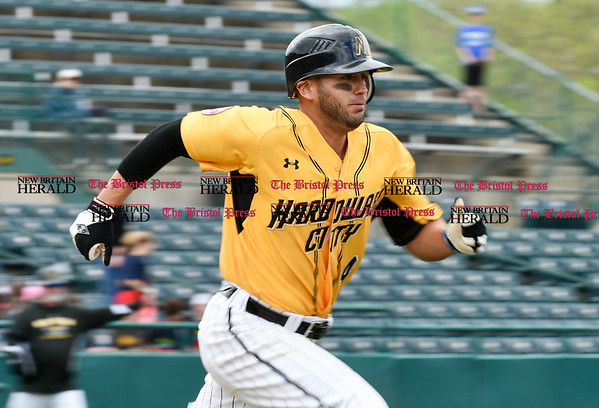050317 Wesley Bunnell | Staff New Britain Bees vs Somerset Patriots in a Wednesday morning game attended by areas school children. Steve Carillo (4) runs down the first base line.