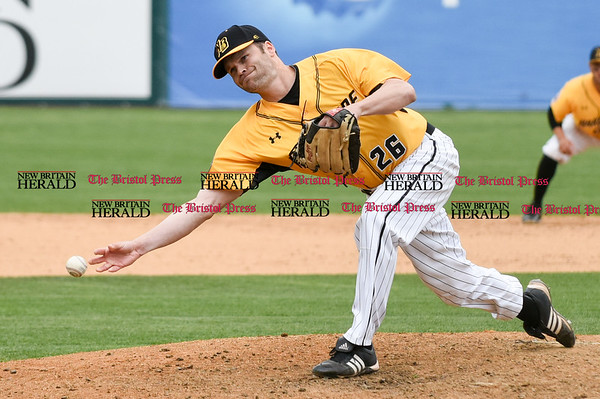 050317 Wesley Bunnell | Staff New Britain Bees vs Somerset Patriots in a Wednesday morning game attended by areas school children. Chris Hayes (26) pitching in relief