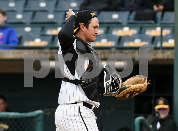 050417 Wesley Bunnell | Staff The New Britain Bees vs the Somerset Patriots on Thursday evening. Ivan Villaescusa (7) started at catcher for the night.