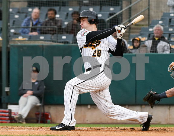 050417 Wesley Bunnell | Staff The New Britain Bees vs the Somerset Patriots on Thursday evening. Left fielder Conor Bierfeldt (28).