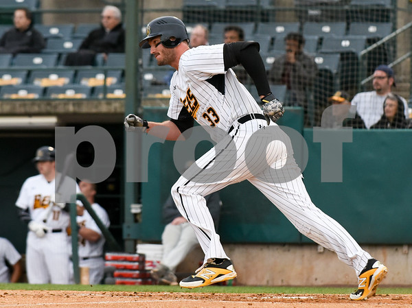 050417 Wesley Bunnell | Staff The New Britain Bees vs the Somerset Patriots on Thursday evening. Third baseman Jon Griffin (33).