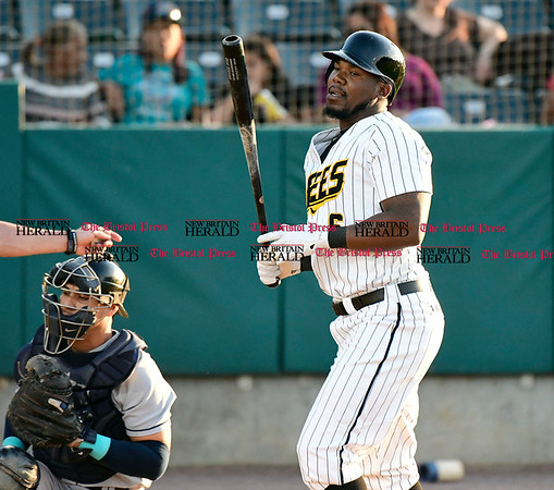 5/17/2017 Mike Orazzi | Staff New Britain Bees' Jamar Walton (6) Wednesday night.