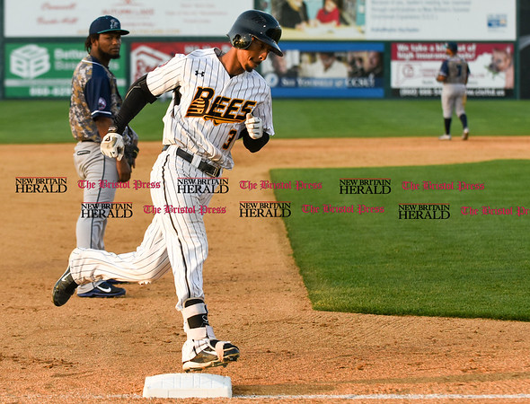 051817 Wesley Bunnell | Staff New Britain Bees vs the Bridgeport Bluefish on Thursday evening. James Skelton (3) rounds third base on a home run.