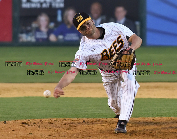 051817 Wesley Bunnell | Staff New Britain Bees vs the Bridgeport Bluefish on Thursday evening.