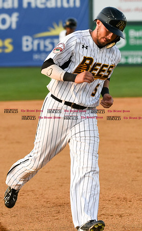 051817 Wesley Bunnell | Staff New Britain Bees vs the Bridgeport Bluefish on Thursday evening. Michael Baca (5) rounds third base on a home run.