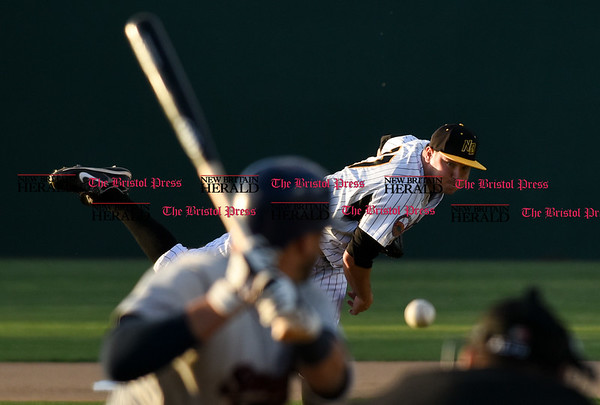 050217 Wesley Bunnell | Staff The New Britain Bees vs Somerset Patriots on Tuesday evening. Jason Jarvis (27)