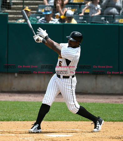 5/27/2017 Mike Orazzi | Staff New Britain Bees' Jamar Walton (6) during Saturday's game with the Southern Maryland Blue Crabs.