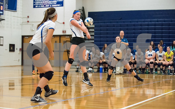 11/1/17 Wesley Bunnell | Staff Southington girls volleyball defeated Platt Tech on Wednesday night at Southington High School. Katherine Gundersen (21).