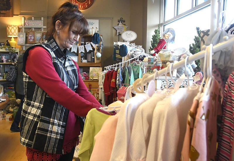 Shopsmall-br-112617_9455::1
