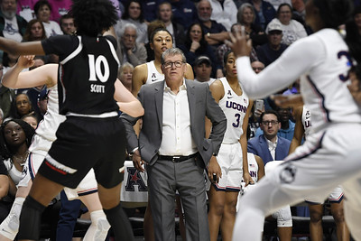 uconn-says-positive-test-wasnt-from-a-player-or-a-coach